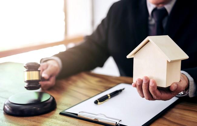 Принудительная приватизация квартиры, жилой недвижимости через суд: пошаговая инструкция + образец искового заявления
