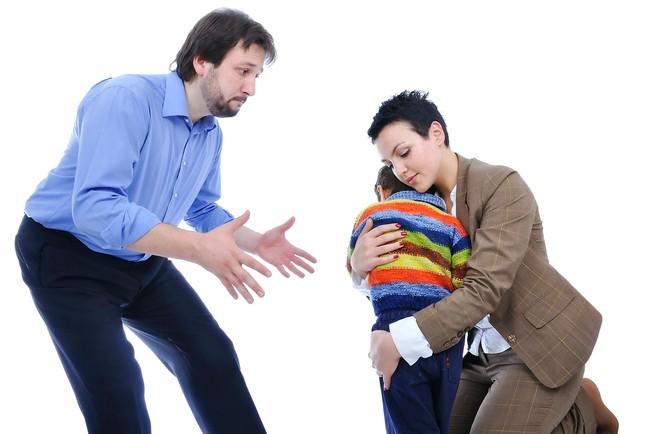 Если бывший муж угрожает забрать ребенка после развода, что можно сделать
