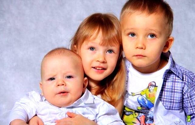 Размер алиментов на троих детей: сколько удерживают в процентах от разных браков