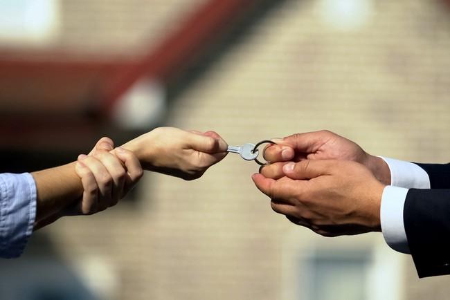 Как разделить квартиру при разводе, если она оформлена на мужа