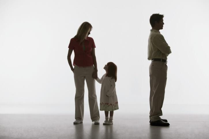 Как установить место жительства ребенка после развода супругов: подсудность + иск об определении места проживания ребенка с отцом
