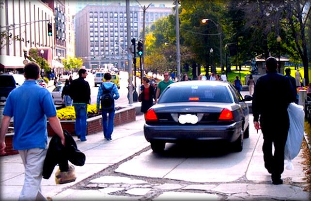 Штраф за езду и движение по тротуару на машине